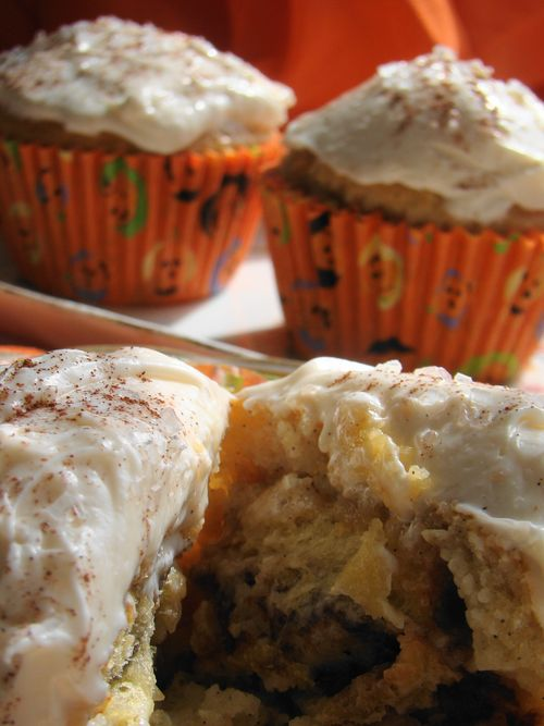 Stuffed Cinnamon Bun Cupcakes5